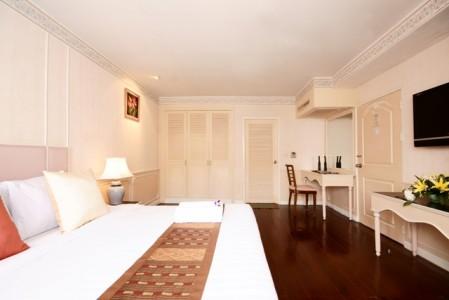 Juliana_Hotel_Suite3.jpg