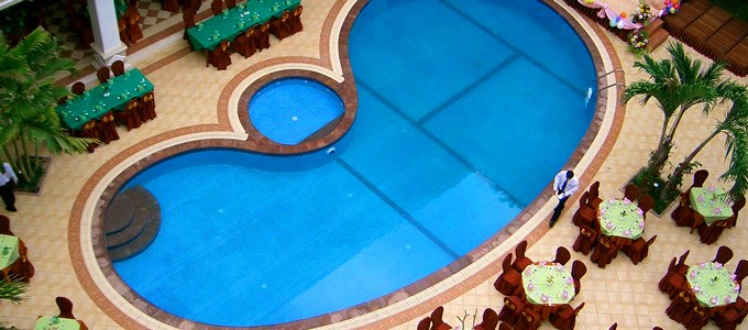 angkor-holiday-hotel-pool.jpg