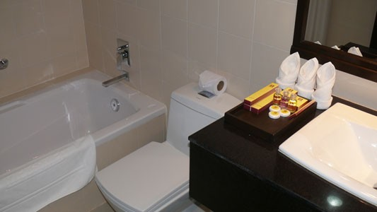 angkor_home_hotel_bathroom.jpg