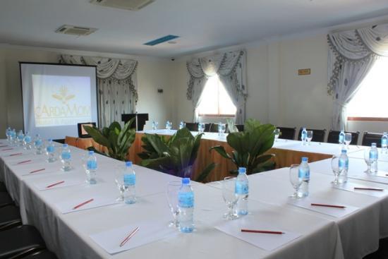 cardamom-hotel-meetingroom.jpg