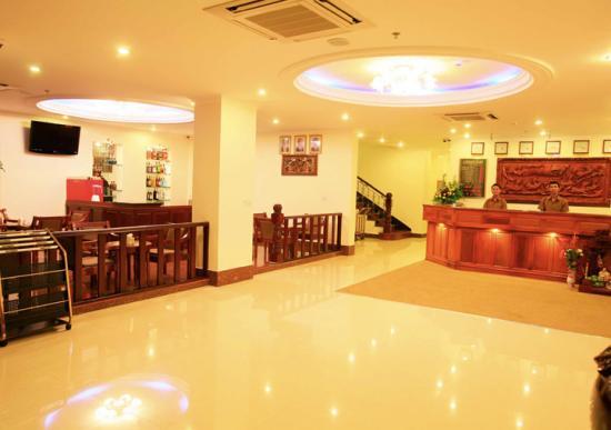 cardamon-hotel-lobby.jpg
