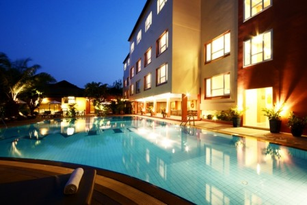 juliana_hotel_Swimming-Pool.jpg