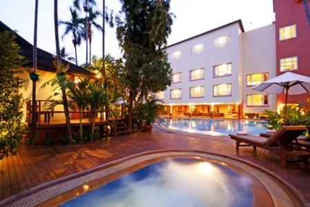 juliana_hotel_Swimming-Pool1.jpg