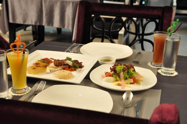 landscape-hotel-food.jpg