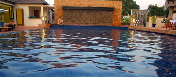 royal-empire-hotel-pool.jpg
