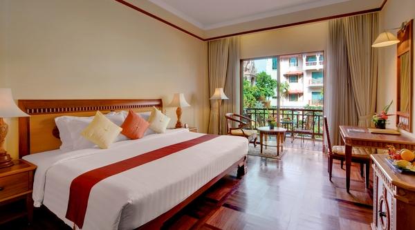 sokha_angkor_resort_deluxe_pool-view.jpg