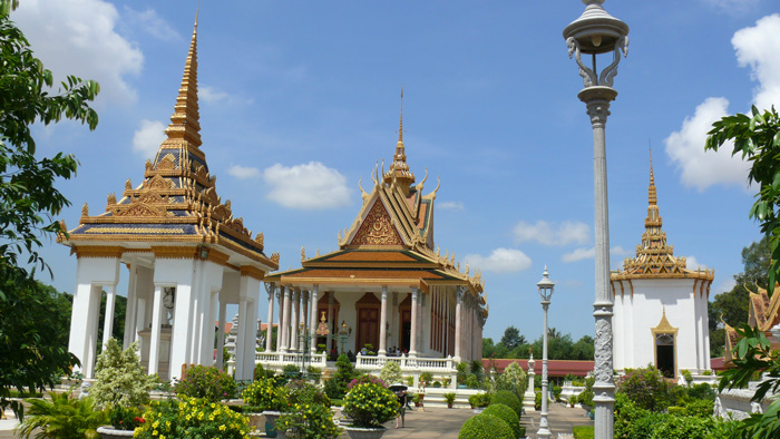 how to get from siem reap to phnom penh